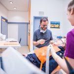Zahnarzt Dr. Mark Stephan Lindner hat Spaß bei der Arbeit